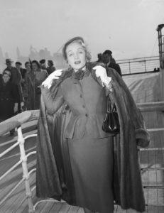 ocean-liners-marlene-dietrich-queen-ezlizabeth-1950