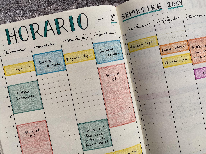 página de una agenda con un horario semanal